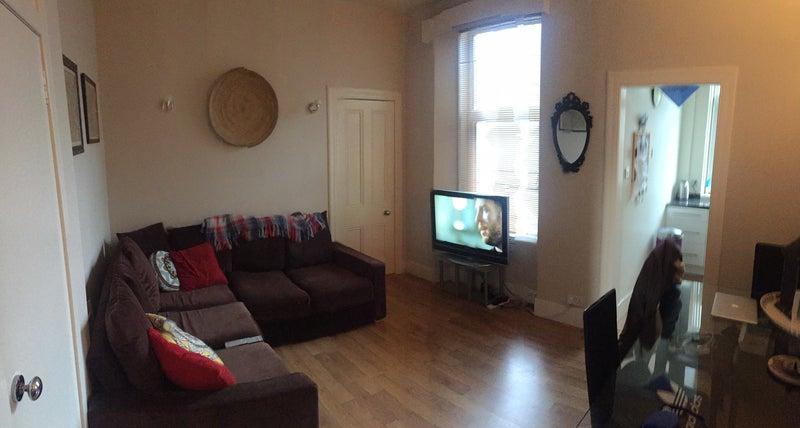 39 2 bedroom flat in howburn place aberdeen ab11 39 room to. Black Bedroom Furniture Sets. Home Design Ideas