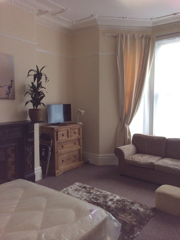 Massive 11 Bed Student Only End Terrace Property Room