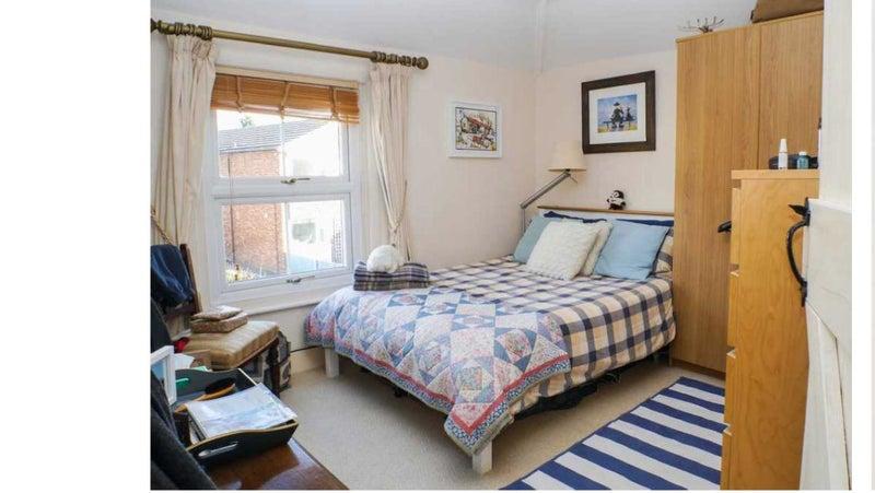 Renting Room In Cobham