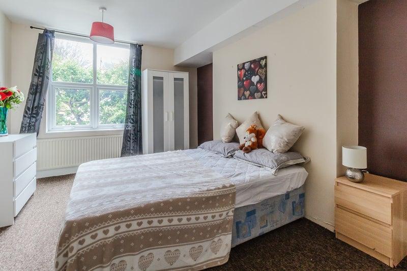 39 professionals hunters bar 39 room to rent from spareroom. Black Bedroom Furniture Sets. Home Design Ideas