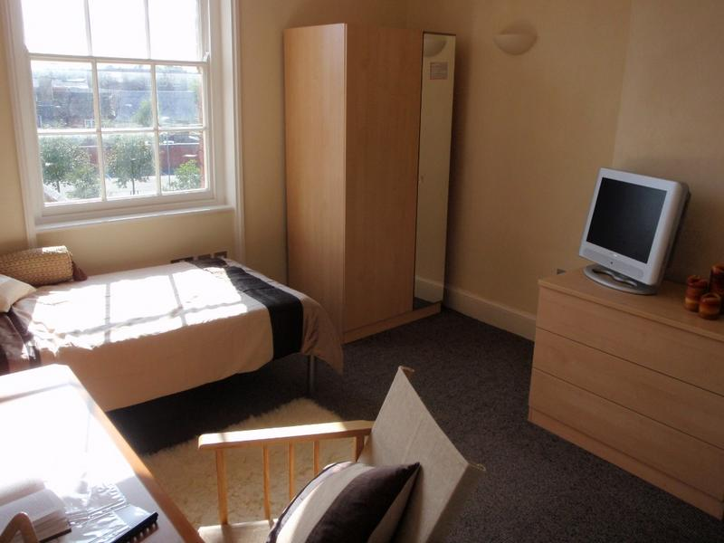 Modern Student Bedsit Near Worcester City Centre Room To