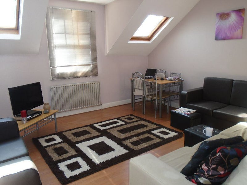 39 lovely 1 double bed split level flat 39 room to rent from for Split level homes for rent near me