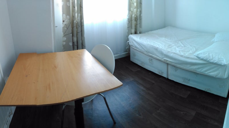 balcony in central london is available for rent in a two bed room flat