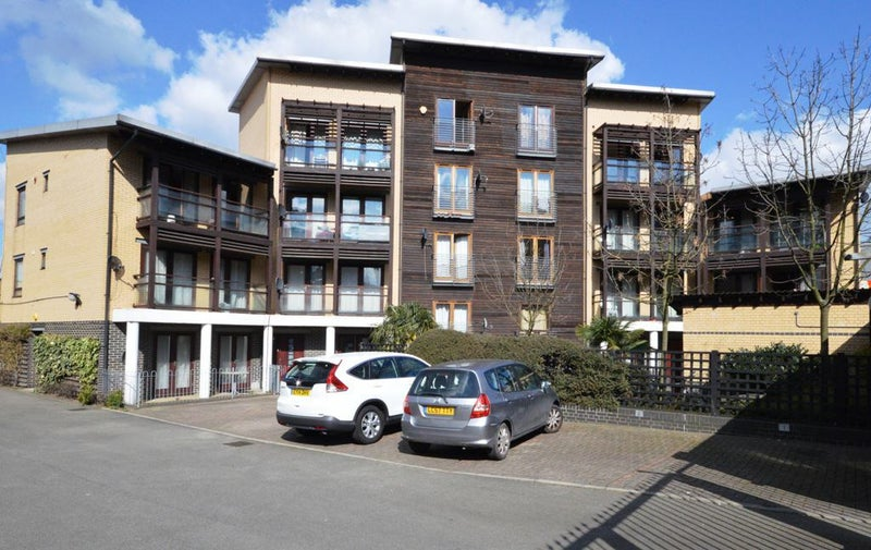 Open Gas Stations Near Me >> 'Duplex 3 Double Bed Apartment Near All Saint Dlr' Room to ...