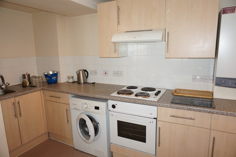 39 large 2 bed flat in the heart of chingford e4 39 room to for How many blocks can build 2 bedroom flat