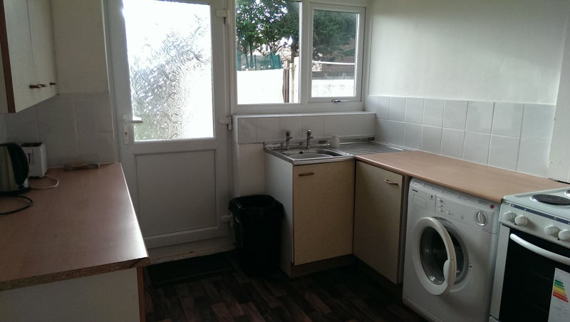 39 2 good size rooms in l11 near tj morris 39 room to rent for Tj garden rooms