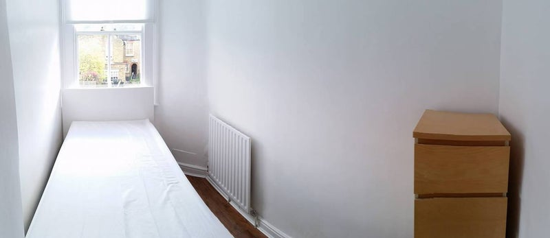 singles in southfields - private room for $55 our house is close to southfields tube station, sainsbury's local, m&s foodhall, costa, caffe nero, starbucks, 15 minutes walk to wimbledon tennis.