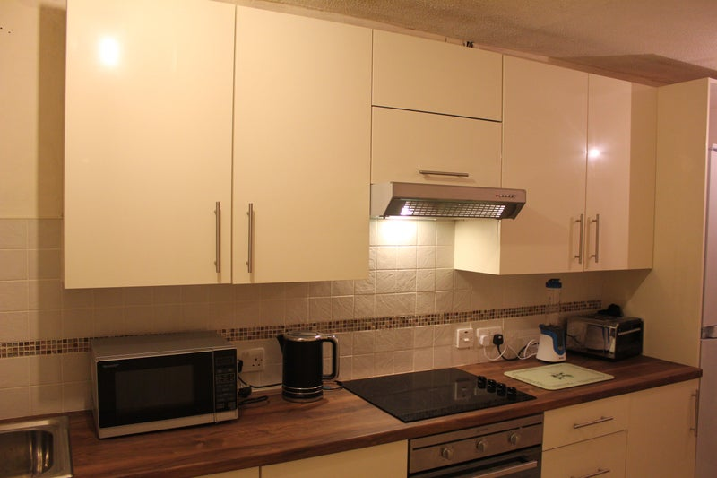 Double Room Available - Bridgend Town £290 Main Photo