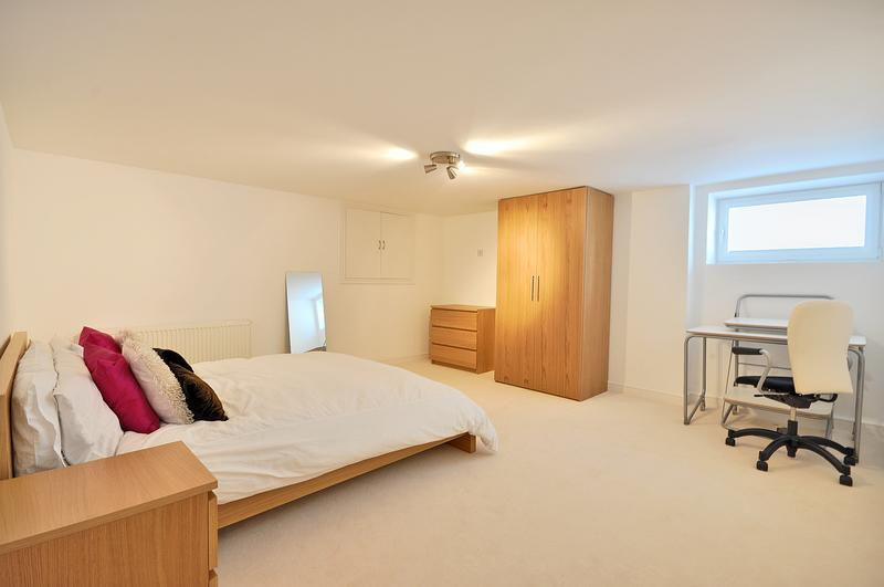 Post Room For Rent Free