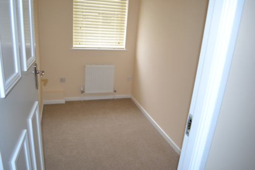 39 newly refurbished flat 4 rooms available 39 room to rent for Box room bedroom ideas