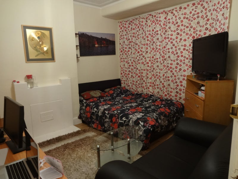 King Size Room To Rent In East London