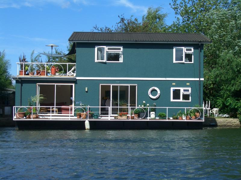 Room To Rent On Houseboat