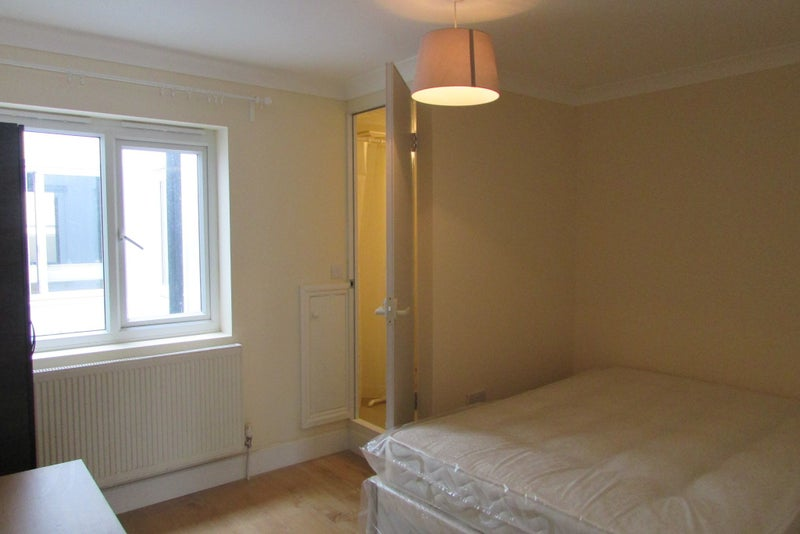 Bed Room Flat To Rent In Greenwich