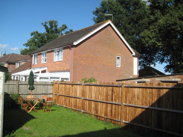 Room To Rent In Langley Green Crawley