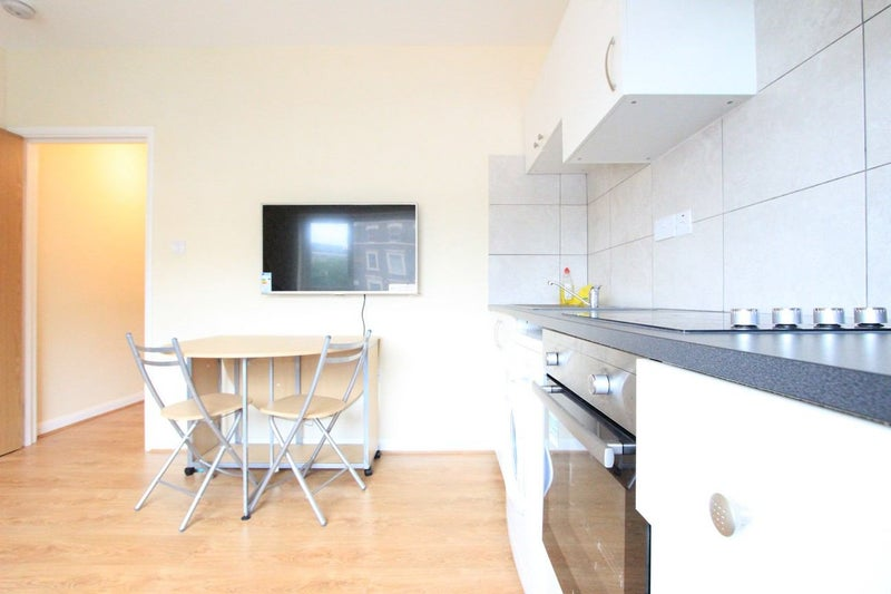 Flat  Rooms In Edgware To Rent