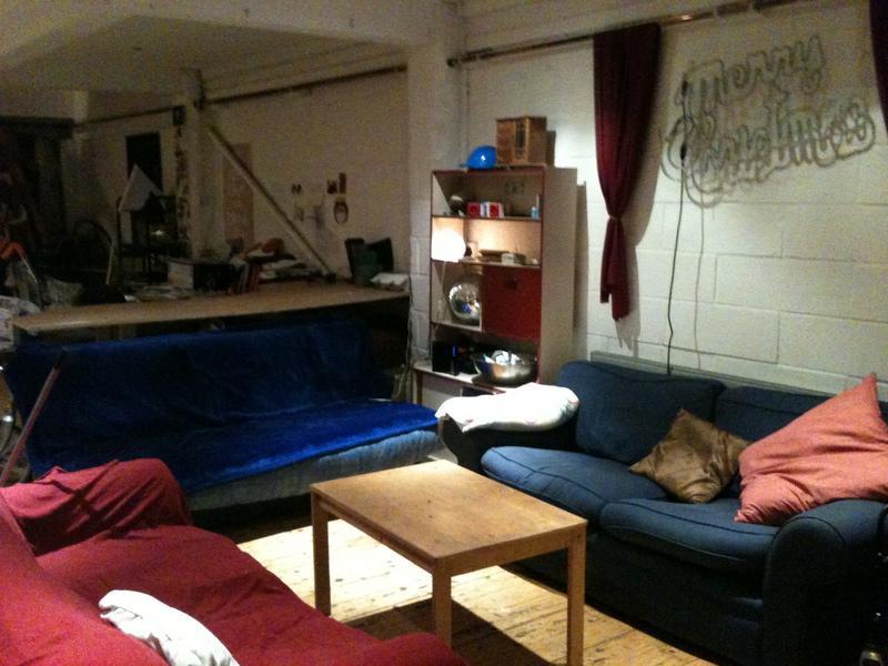 https://photos2.spareroom.co.uk/images/flatshare/listings/large/18/98/1898941.jpg