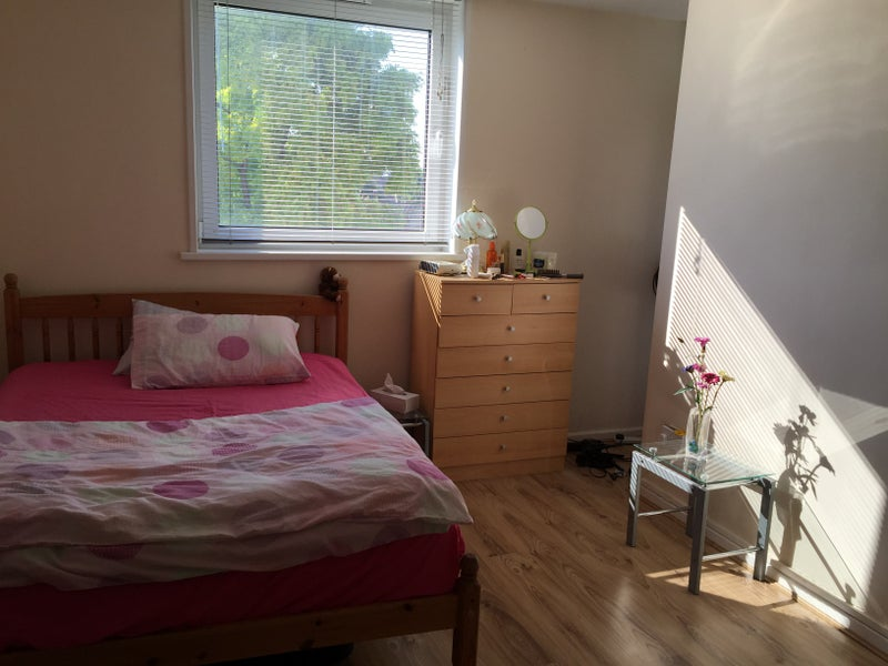 Double Room To Rent Newham