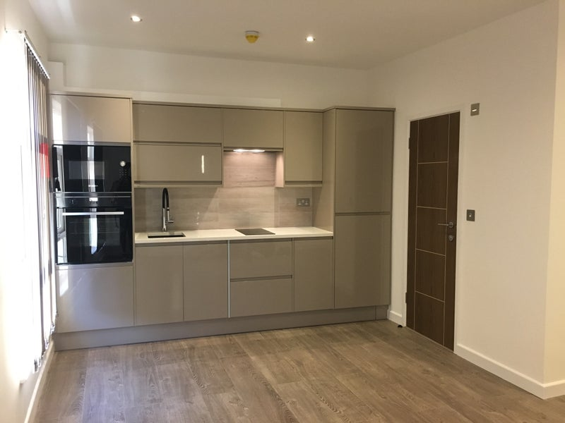 luxury london studio flat new all bills included room to rent from