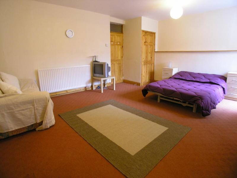 Large Bedsit With En Suite Includes All Bills Room To