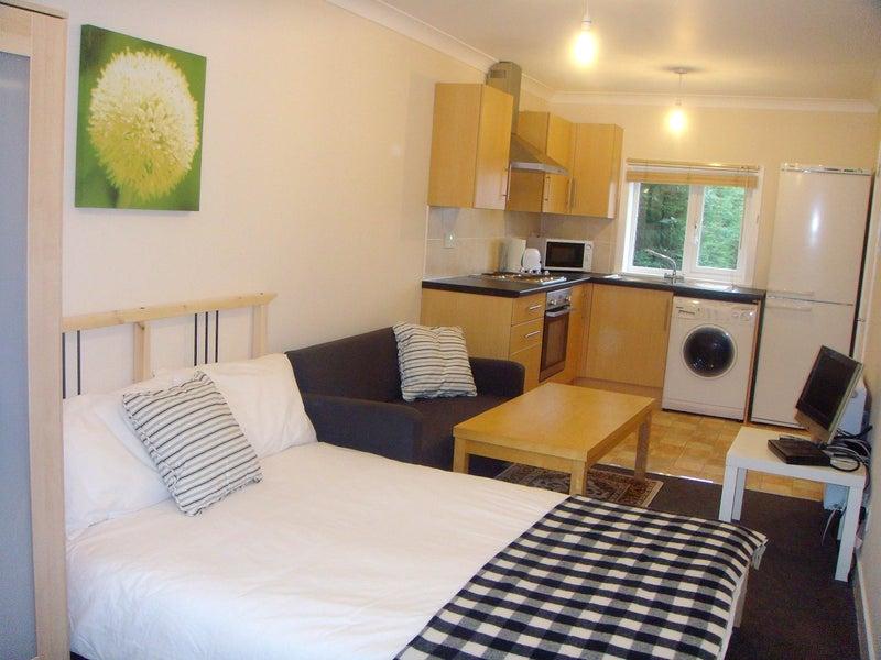 R71 Fantastic Studio Apartment All Bills Inc Room To