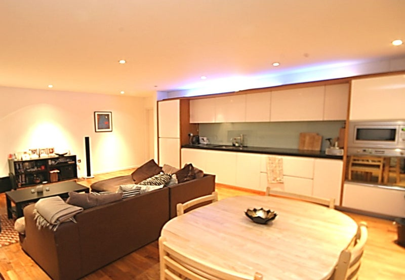 High spec 2 bedroom apartment on balham grove wal room to rent a fantastic high spec 2 bedroom 2 bath apartment to rent in a private gated development this stylishly decorated property is in an excellent location being malvernweather Choice Image