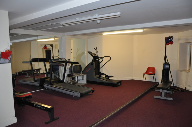 Windsor court large modern bed bath apt gym room to rent