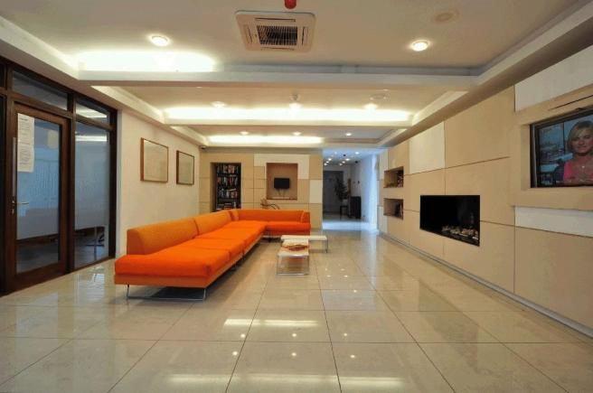 Ah spacious th floor bright studio with gym room