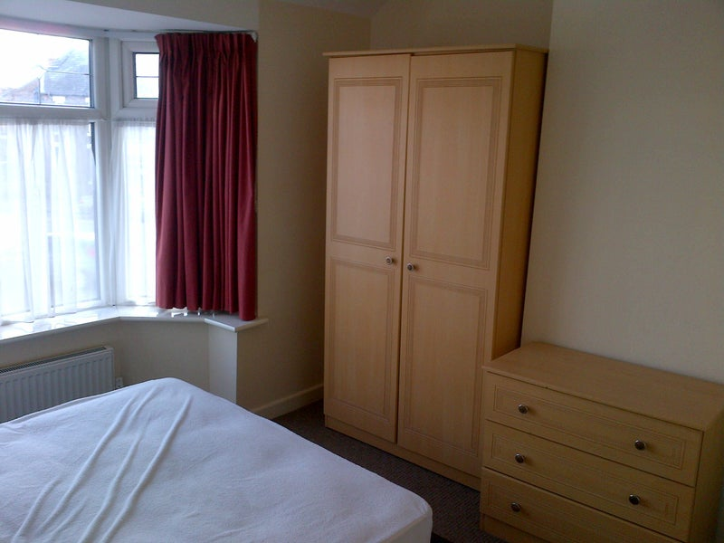 3 Doubles Each Ensuite Great Location Room To Rent