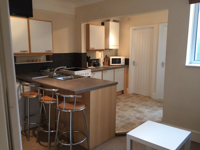 Four beautiful double room for single occupancy to let in a lovely   spacious 4 bedroom property in popular Southsea  situated on Bath Road STUDENTS  Four double bedrooms on Bath Road  Room to Rent from  . Rooms To Rent Bath Road Heathrow. Home Design Ideas