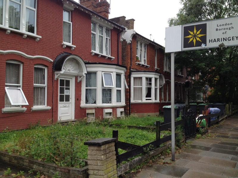 Just Refurbished Self Contained Studio Flat Situated On Quiet Palmerston Rd N22 8RE Close To Wood Green Shopping Centre And Bowes Park Station