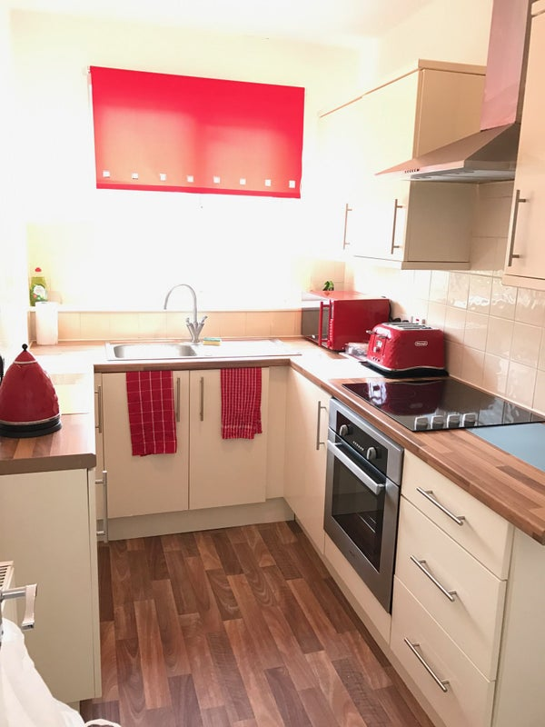 39 stunning flat share in town centre eastbourne 39 room to for Furniture now eastbourne