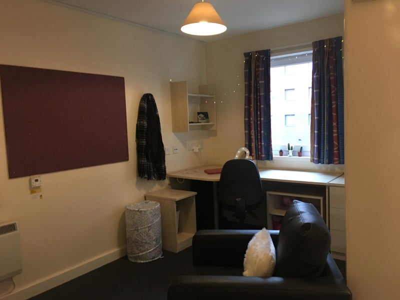39 student accommodation the forge studio flat 39 room to. Black Bedroom Furniture Sets. Home Design Ideas