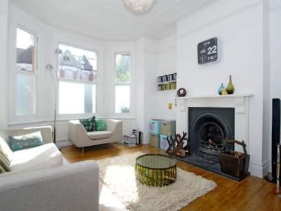 Beautiful Victorian Terrace Garden Room To Rent From