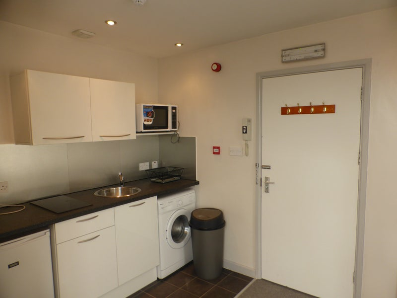 39 studio flat near central bristol bs2 39 room to rent from. Black Bedroom Furniture Sets. Home Design Ideas