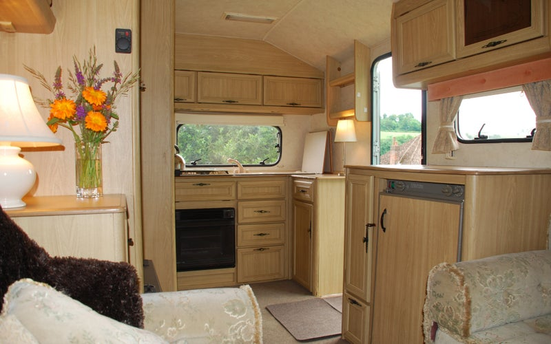 39 Bedsit Type Accommodation In Caravan With Parking 39 Room