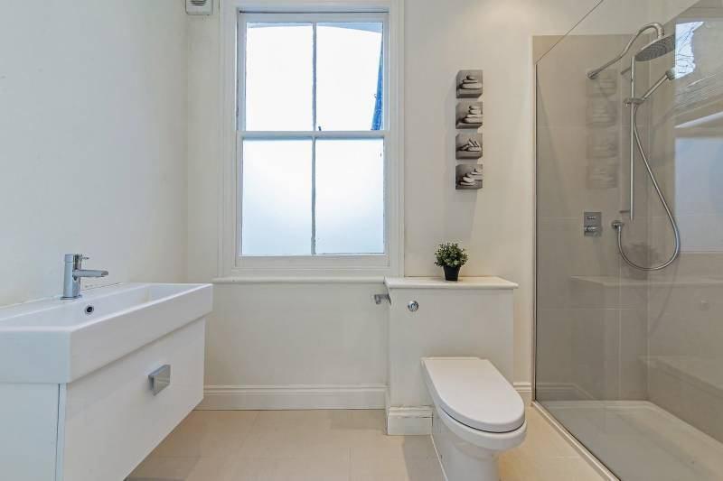 Ensuite Bathroom Walk In Wardrobe huge ensuite room with walk in wardrobe ' room to rent from spareroom