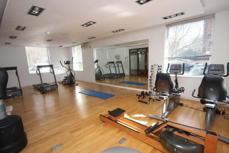 Spacious th floor bright studio with gym room to rent