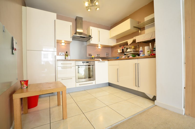 Large 2 Bed Flat Romford Next To Asda Station Room To Rent From