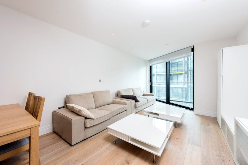 2 bedroom luxury apartment with spa and gym access room to rent
