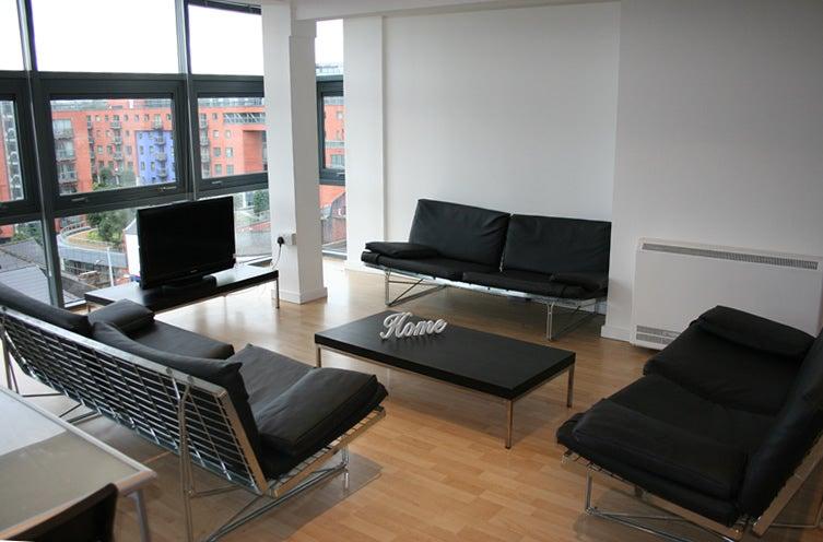 39 1 furnished bedroom in portland tower west street 39 room. Black Bedroom Furniture Sets. Home Design Ideas