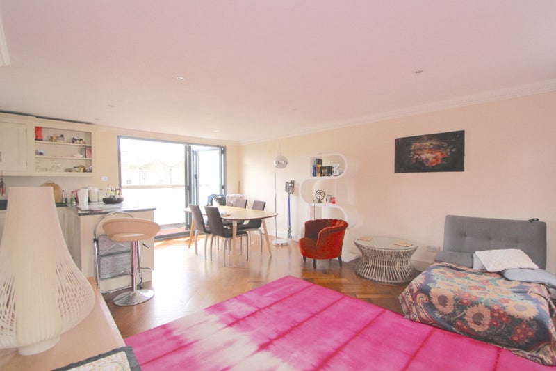 beautiful 2 double bedroom split level apartment 39 room to rent from
