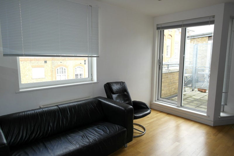39 modern double en suite room in bethnal green 39 room to for Furniture xpress bethnal green