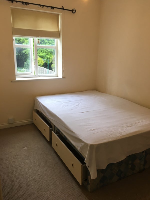 5bc95b9ef451 Double Room and one double rooms available in House for Rent close to East  Croydon station.