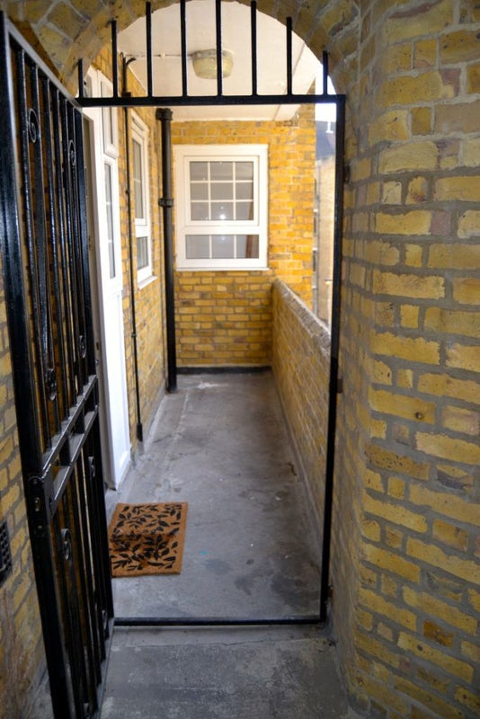 39 new refurbished 4 bedroom flat in wapping 39 room to rent for Furniture zone thames