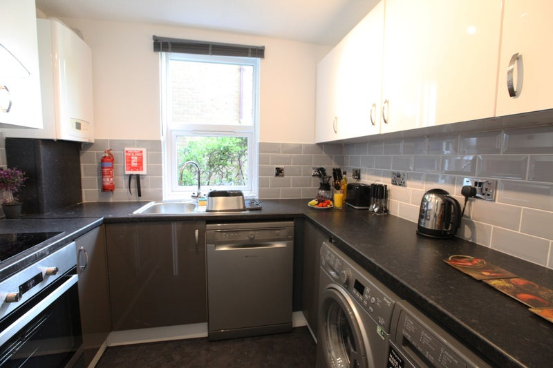 39 Wimbledon Modern Room Shared Kitchen Green Space 39 Room To Rent From Spareroom