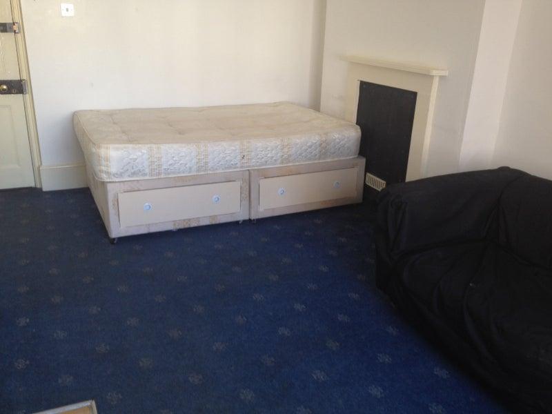 Double Room East London No Deposit