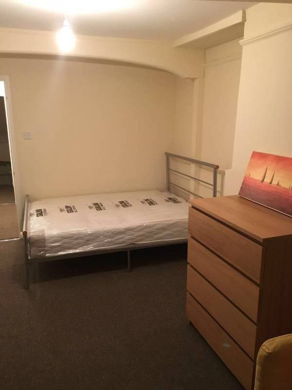 Bed Flat Limehouse