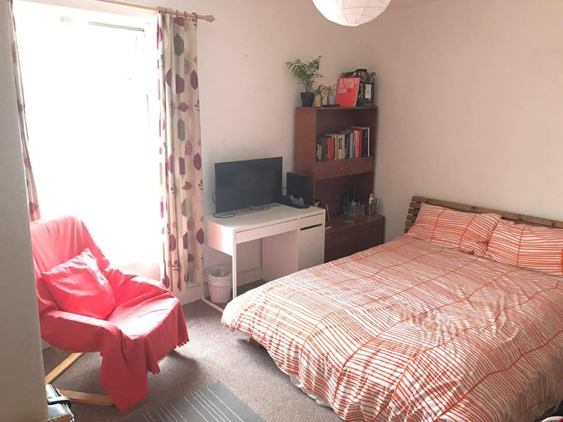 39 looking for a lodger 39 room to rent from spareroom. Black Bedroom Furniture Sets. Home Design Ideas