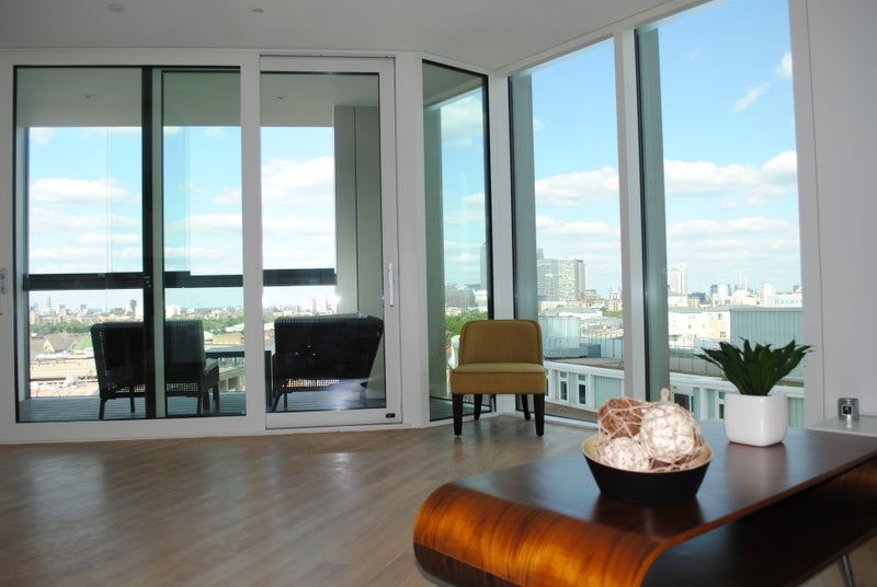 Click To Zoom: Living Room Winter Garden: Canary Wharf View