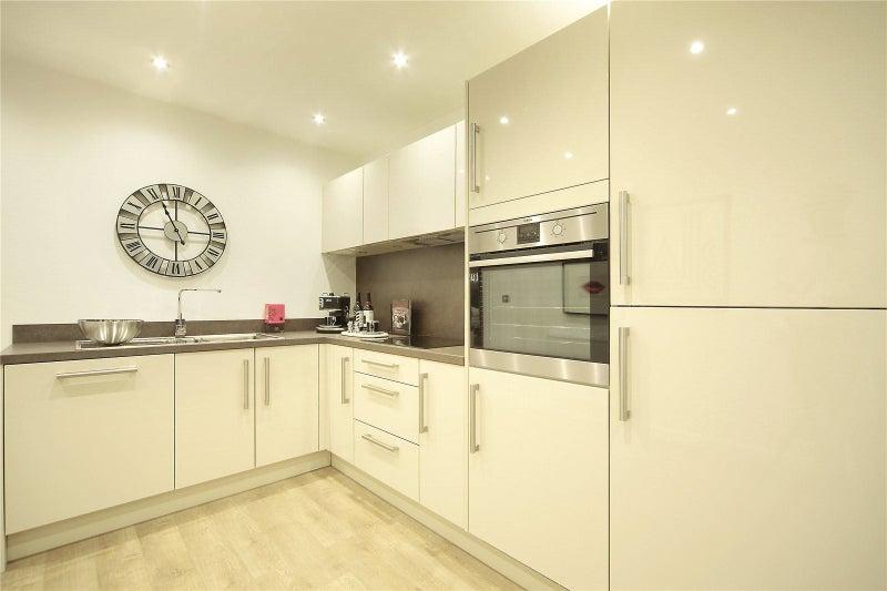 En Suite Double Room To Rent In North London